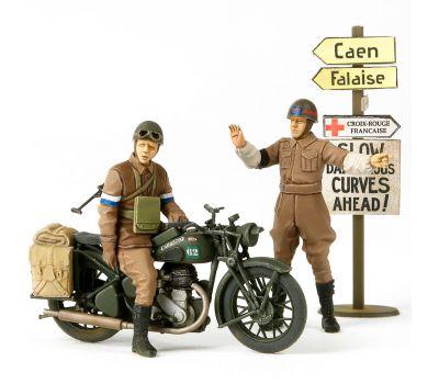 Английские полицейские (2 фигуры) с мотоциклом BSA M20 масштаб 1:35 Tamiya 35316, фото 1