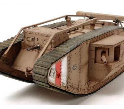 Английский танк Mk.IV Male с 5 фигурами, в комплекте моторчик с редуктором масштаб 1:35 Tamiya 30057, фото 4