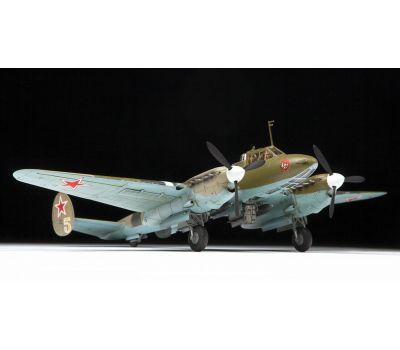 Советский пикирующий бомбардировщик Пе-2 масштаб 1:72 ZV7283, фото 4